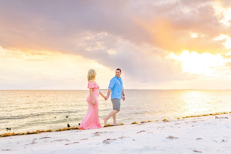 beach maternity photos